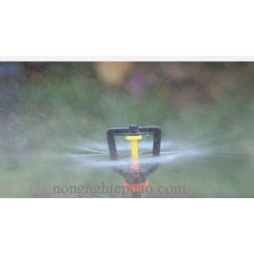 Béc phun treo phun mưa tại gốc